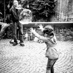 Bruges child with bubbles
